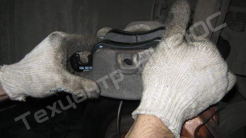 Замена тормозных колодок audi q5 своими руками